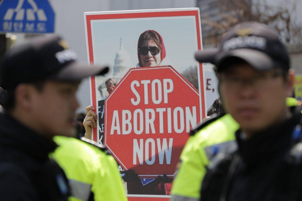圖為2019年南韓首爾的反墮胎示威運動。 圖/美聯社