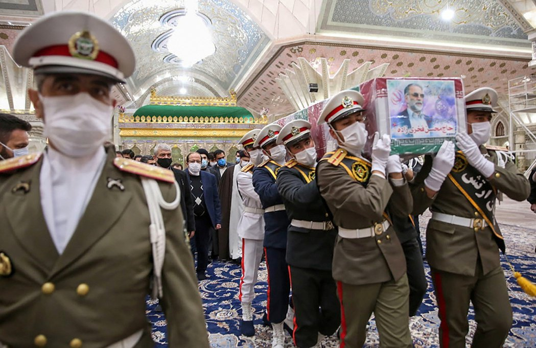伊朗最高領袖哈梅尼追認法赫里薩德為「殉道烈士」,下令循伊朗什葉派隊對烈士喪禮的規...