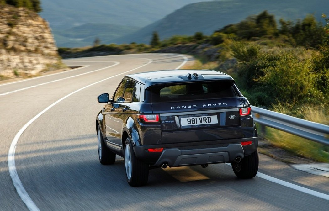 一組人開著只有ACC的Range Rover Evoque。 圖/Land Ro...