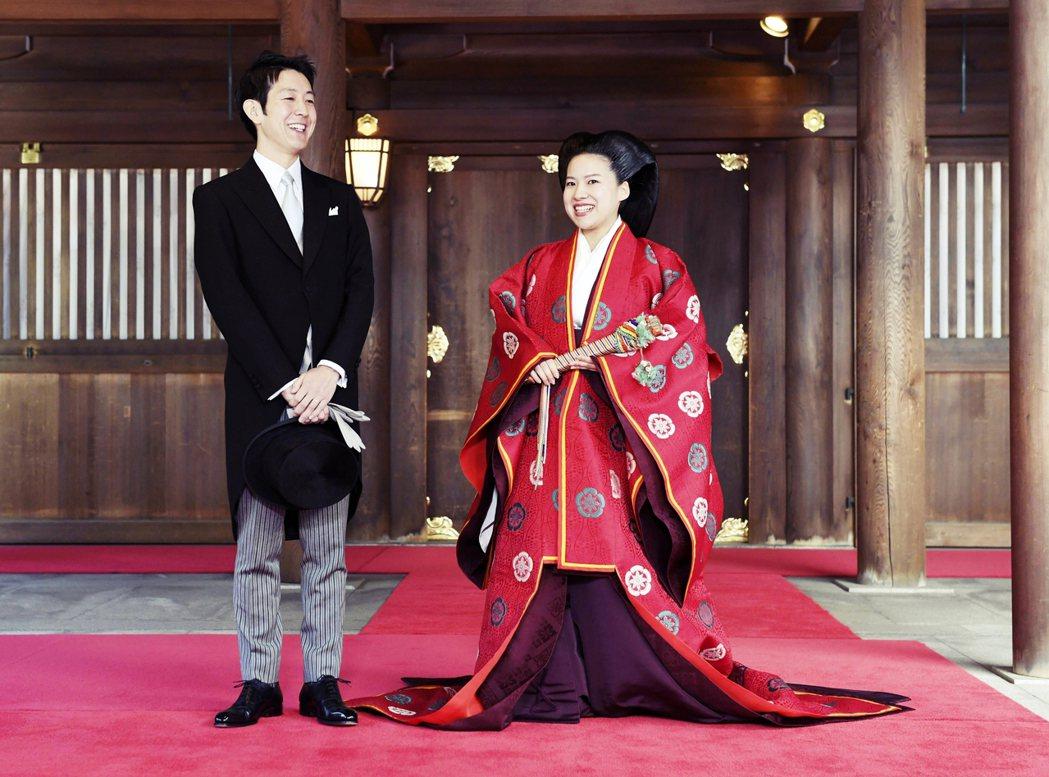 絢子在2018年10月29日於東京明治神宮舉行婚禮。新郎守谷慧畢業於慶應大學,雖...