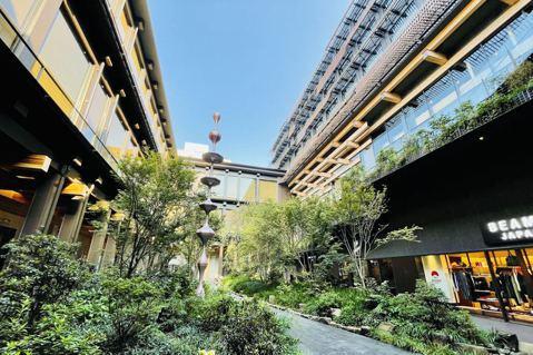 包含Ace Hotel在內的整座「新風館」新建築是由隈研吾所操刀打造的,藝術美感...