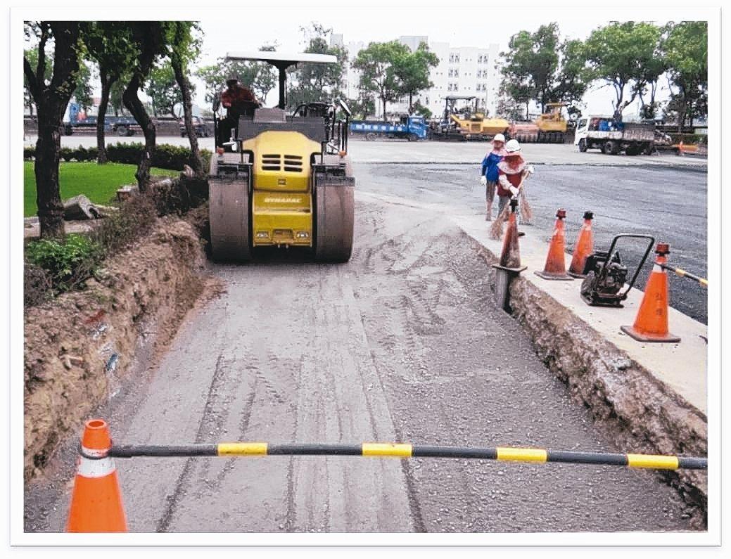 煉鋼爐碴(石)應用於道路基底層。 台灣鋼鐵公會/提供