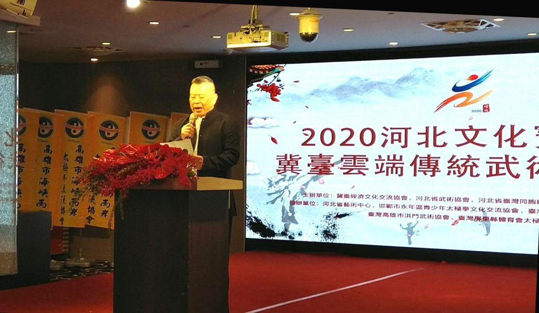 全球洪門聯盟總會長劉會進在台灣高雄的場地致詞。 李福忠/攝影