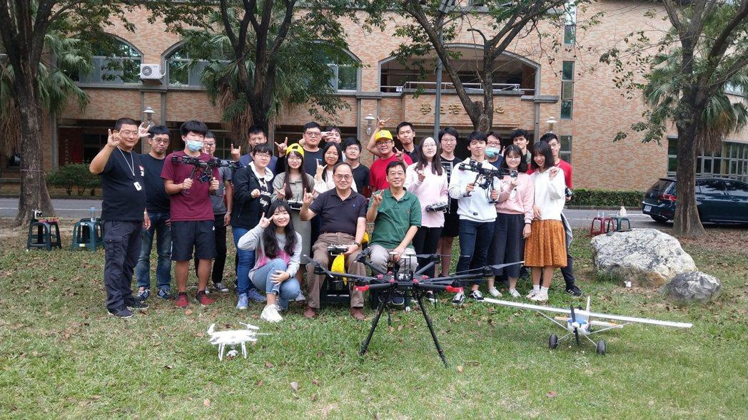 南大舉辦「無人機操控飛行培訓與考照班」研習合影。 南大/提供。