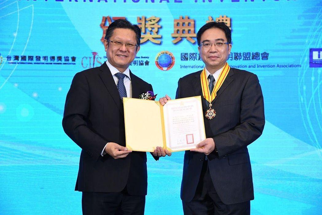 吳裕仁教授榮獲國際傑出發明家學術國光獎章。 美和/提供