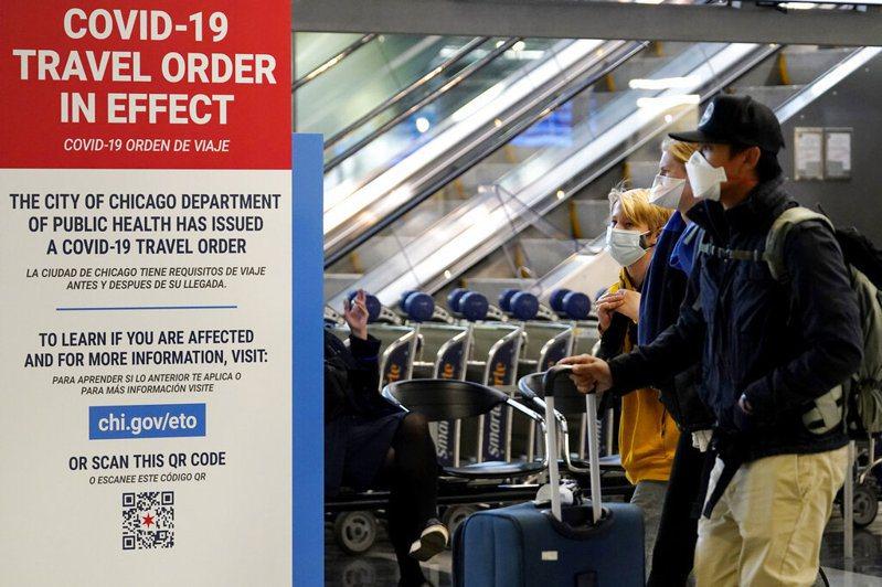 美國因感恩節人口大量流動確診數大增。圖為芝加哥機場。 圖/美聯社