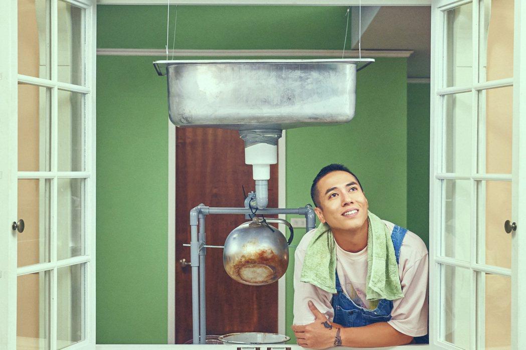 莊凱勛在故宮原創奇幻短劇「故事宮寓」中飾演西元前古董「蟠龍紋盤」,是名愛乾淨的水