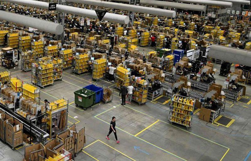 亞馬遜在疫情間增聘了40多萬名員工。(Photo from網路截圖)