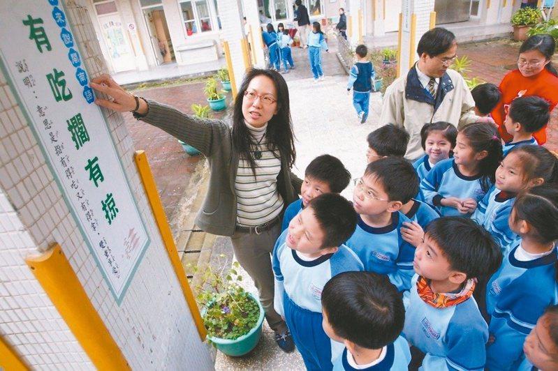 國家語言發展法規定,一一一學年起閩南語等本土語言納中小學必修,教師憂衝擊既有課程時數。本報資料照片