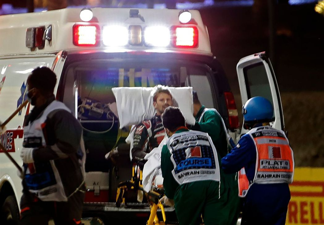 Haas車隊的法國車手Romain grosjean驚險從撞車起火意外中逃脫。法...