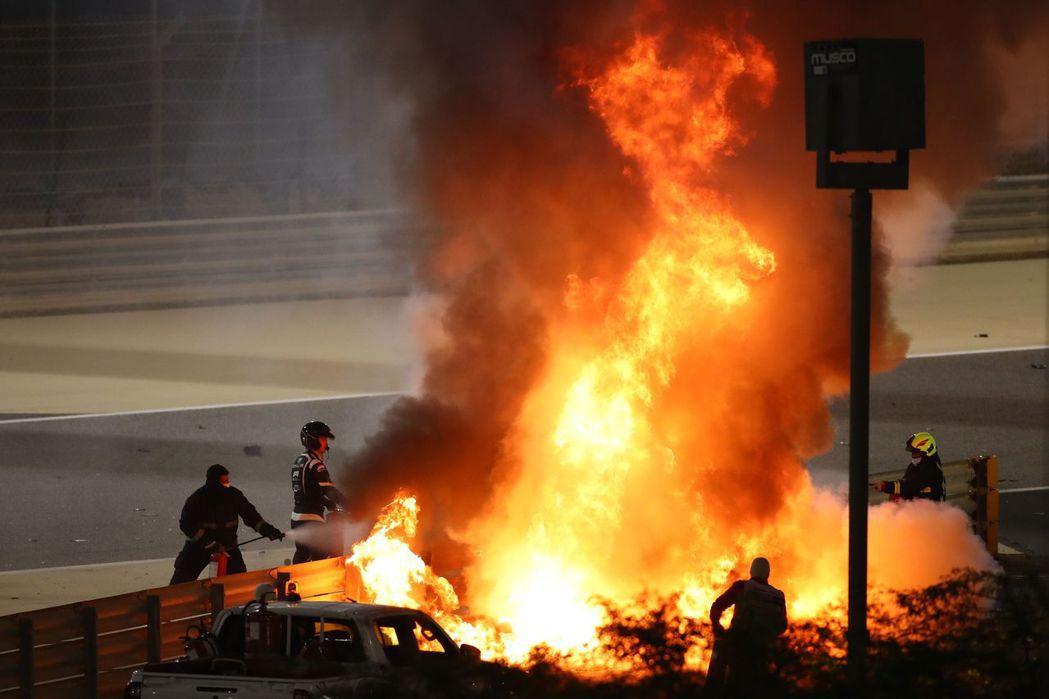 巴林大奬賽發生嚴重撞車意外。法新社