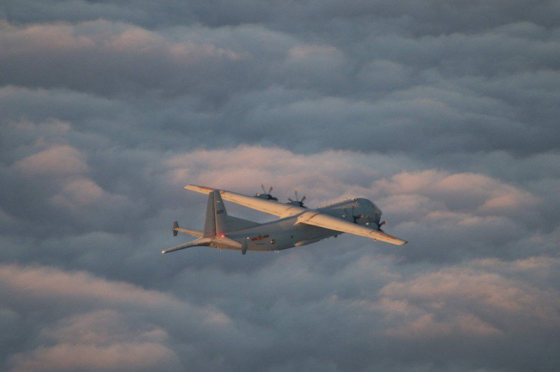 共軍運-8反潛機(如圖)持續入侵我西南空域防空識別區,國防部曾證實派遣P-3C反潛機等慢速機實施跟監、驅離。圖/國防部