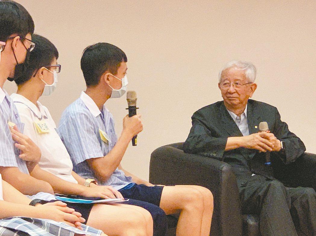 中研院前院長李遠哲日前與國中生對話。報系資料照片