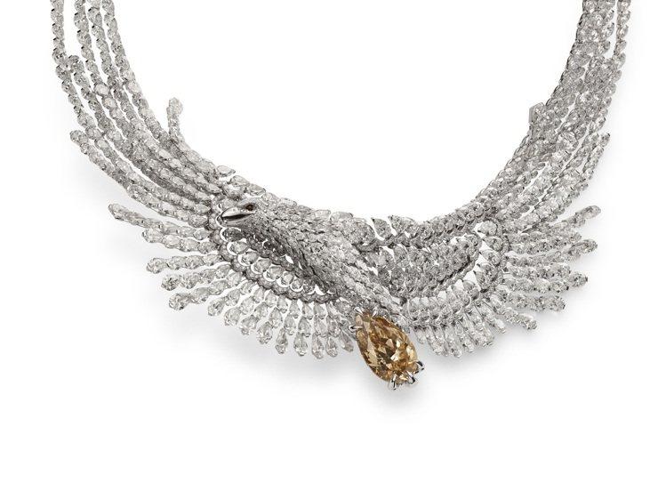 蕭邦紅地毯系列飛鷹項鍊,獲公平採礦認證之18K白金鑲嵌黃褐色鑽石與鑽石,價格未定...