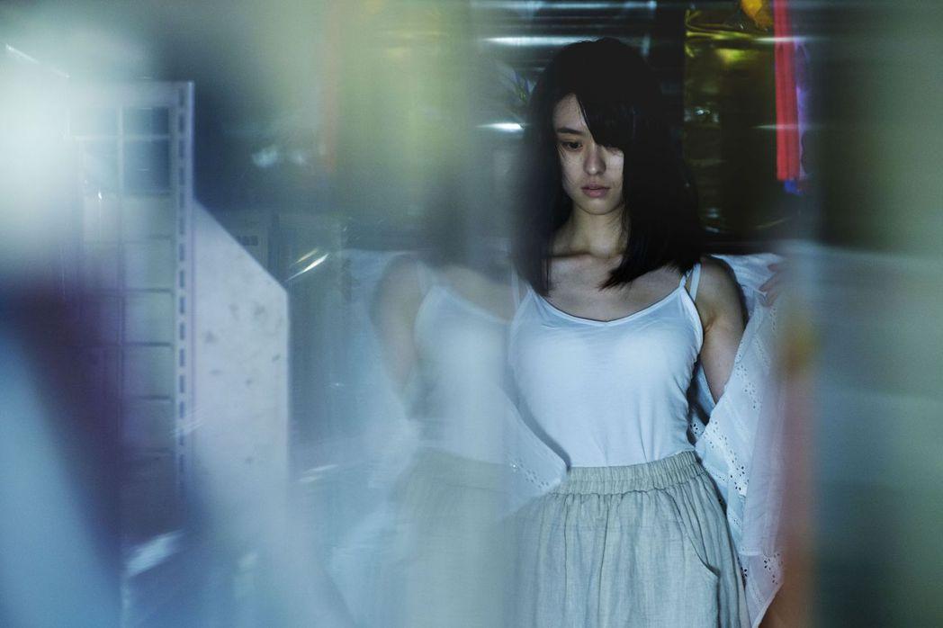鄭人碩、邱偲琹在「親愛的殺手」有情慾戲。圖/威視提供
