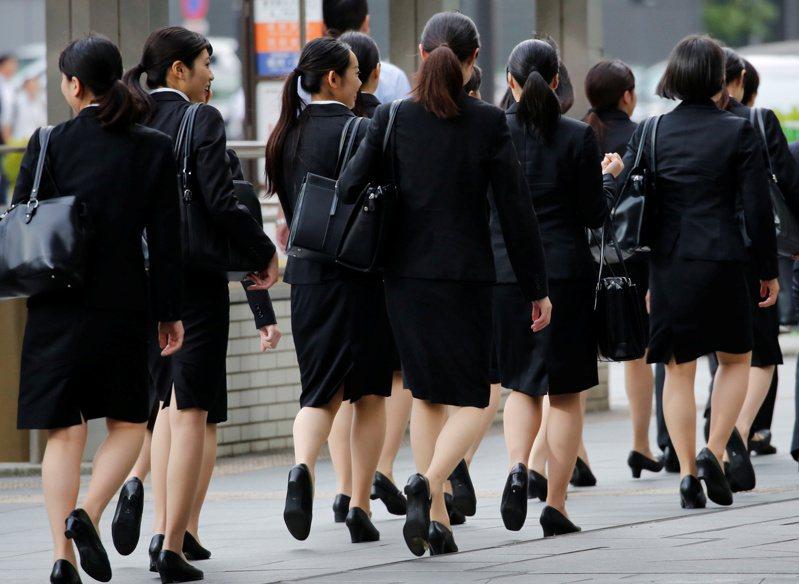 圖為日本社會新鮮人的求職裝。路透