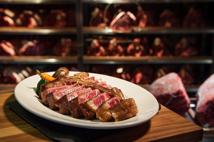 乾式熟成丁骨牛排系列。圖/美福乾式熟成牛排館提供。