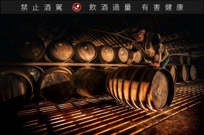 麥卡倫在每個木桶的採購、製造和潤桶上所花費的成本,遠遠超過其餘酒廠。圖/摘自Macallan官網。提醒您:禁止酒駕 飲酒過量有礙健康。