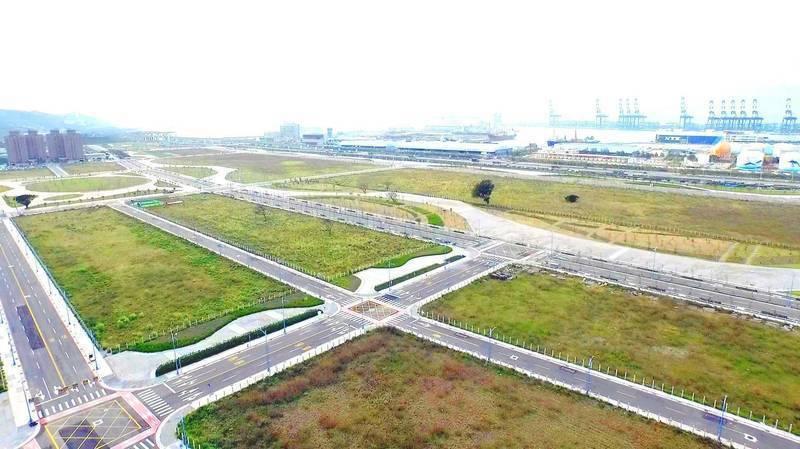 台北港特定區將標售12筆土地,交通便利具發展潛力。圖/新北地政局提供