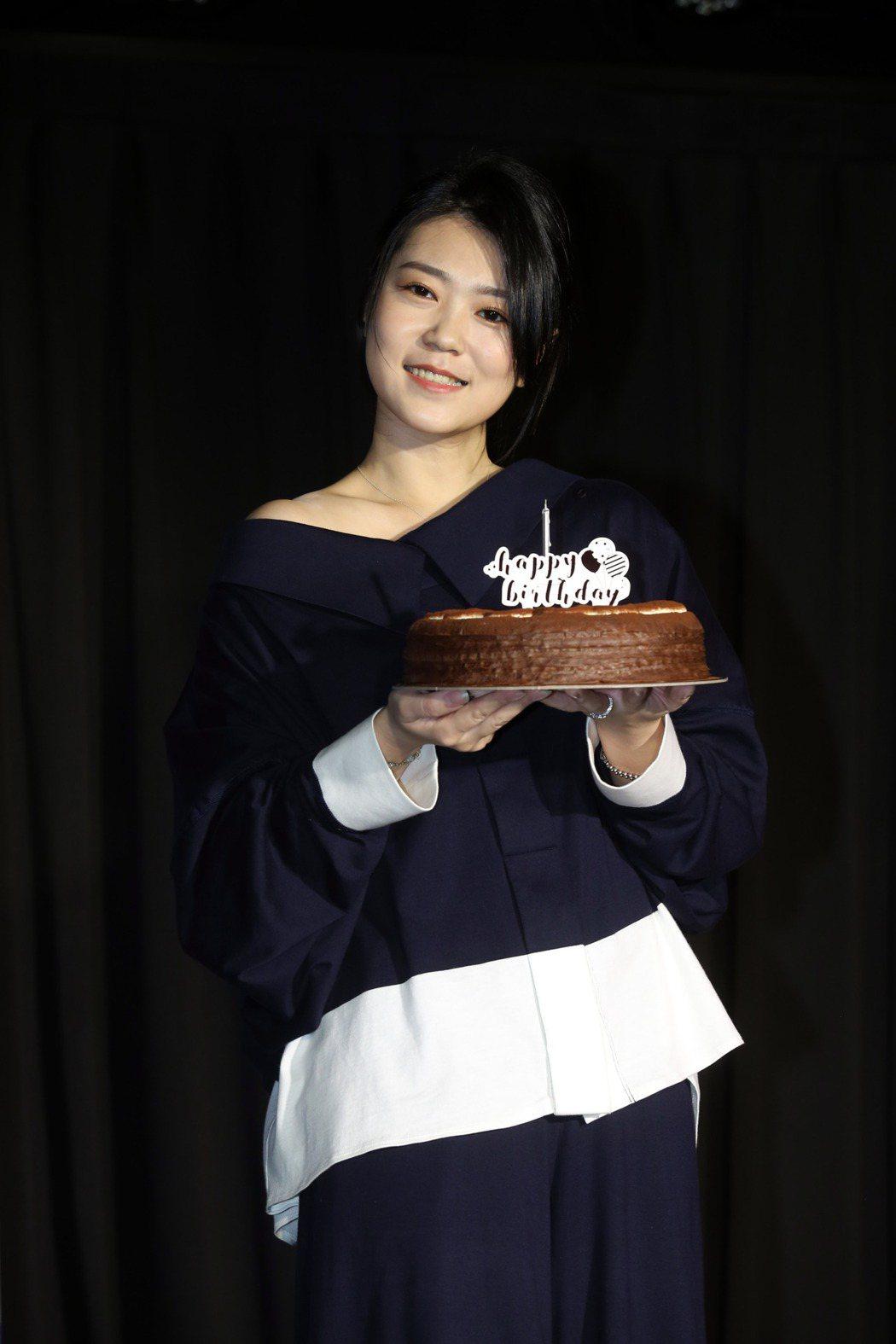 曹雅雯新專輯「自本」,一手包辦10首歌詞曲創作。記者邱德祥/攝影