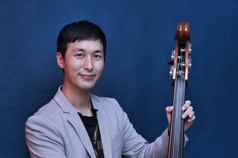 嚴爵繼10月發行的Lofi演奏專輯「C-lofi 1」獻給故鄉高雄,隨即在11月底繼續推出Lofi演奏專輯續曲「C-lofi 2」,透過純樂器的演奏一一記錄下19歲至29歲在台北生活的足跡,歌名全以...