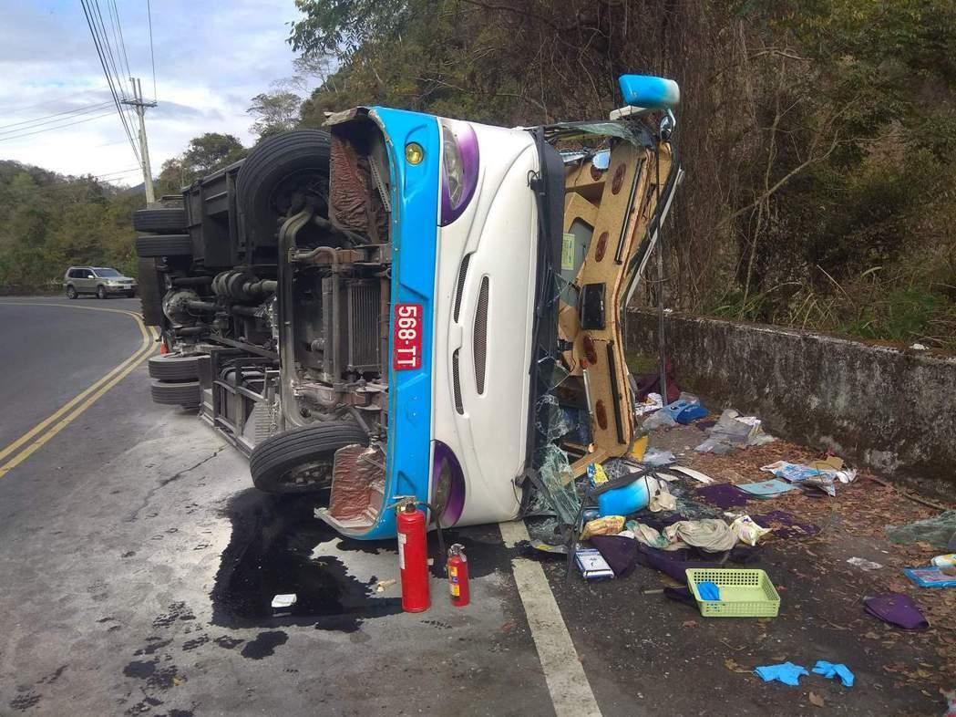奧萬大今發生遊覽車翻車意外。圖/讀者提供