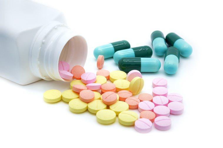 感冒藥不要亂吃,可能傷肝,引起併發症。圖╱123RF