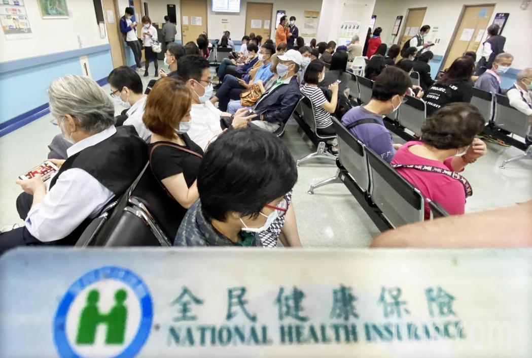 健保費率明年調升,陳時中表示5.25%到5.3%是可以考慮的方向。 (本報系資料...