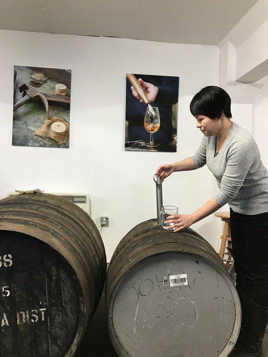 2017年參訪Caol Ila酒廠。圖/林淑君提供