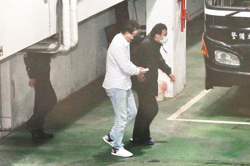 勞金局國內投資組前組長游迺文(左)疑似動用勞動基金炒股,遭檢方聲押獲准。 本報資料照片