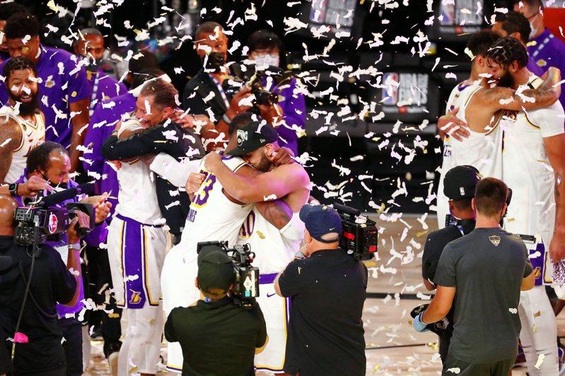 上季協助湖人奪下總冠軍的達德利(Jared Dudley),與球團達成協議,將會以一年老將底薪重返湖人。 路透社