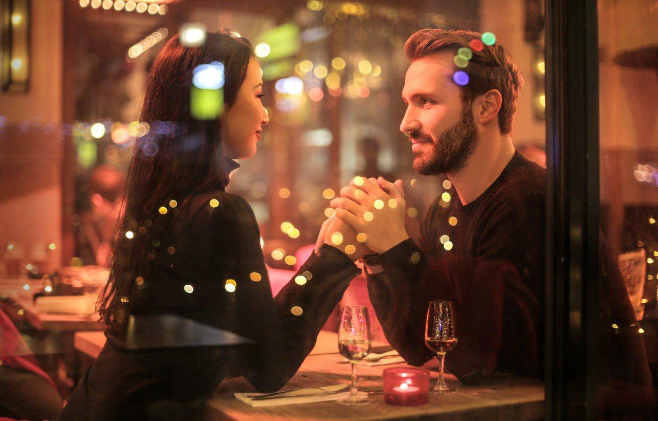 你的伴侶可以同時成為你最信賴的朋友,聽起來是一件很棒的事。 圖/pexels