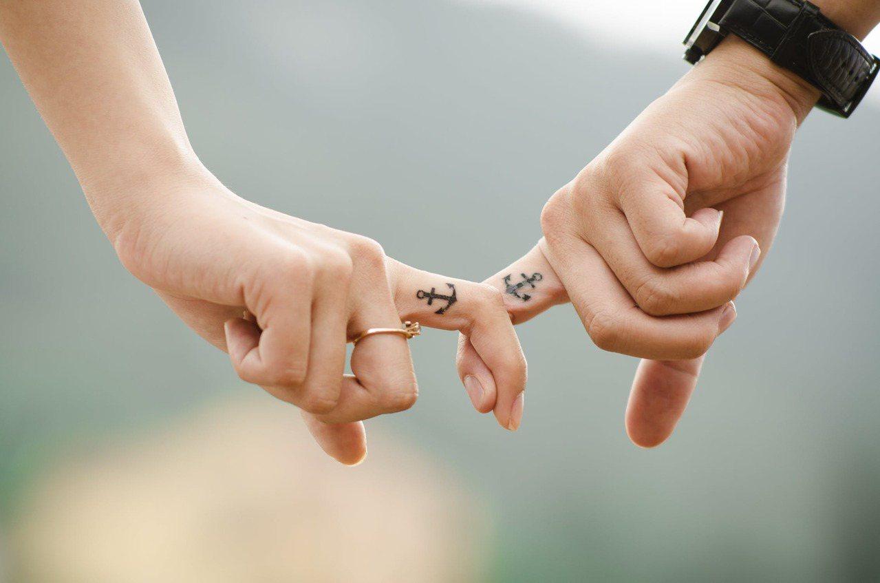 有些人認為婚姻與友誼的結合是完美的,但有人覺得將兩者分開是更好的方法。 圖/pe...