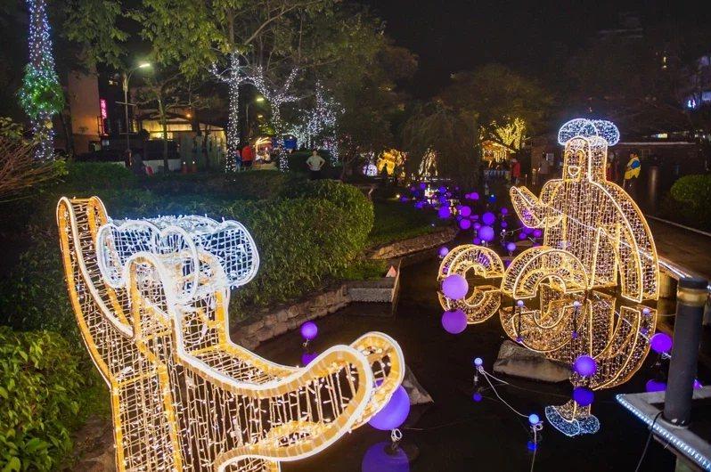 今年度冬季蘭陽溫泉季即將在12月4日登場,礁溪市區的湯圍溝溫泉公園已經點燈,為活...