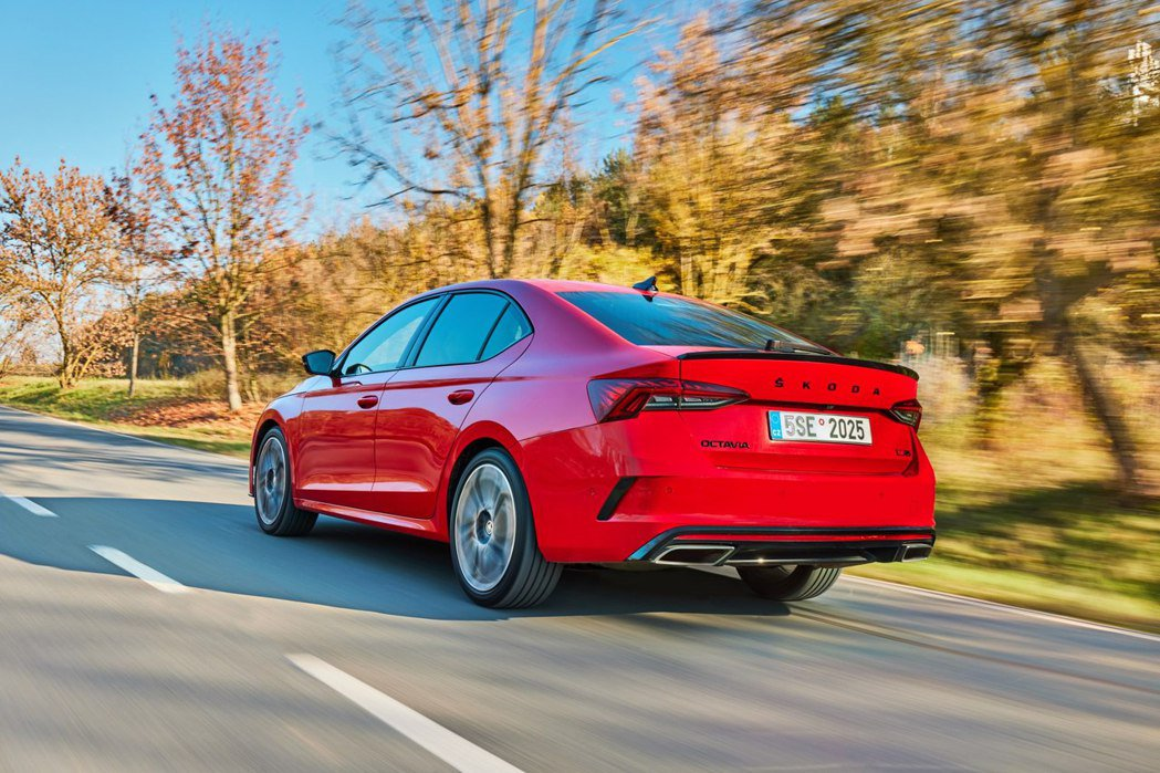 即使今年銷量下滑,ŠKODA Octavia目前仍是品牌今年最為暢銷的車款。 摘...
