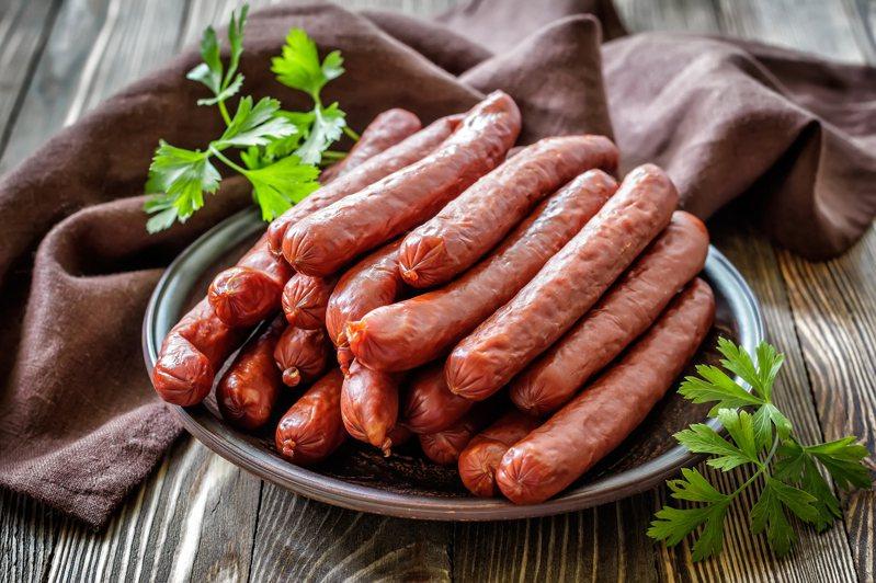 「腸衣」國內供應量不足,現在多為歐洲進口,若店家香腸使用國產豬,但腸衣卻是進口,也可使用台灣豬標章。示意圖/ingimage
