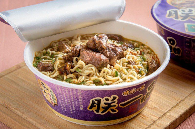 「朕一品金門高坑牛肉麵」完美複製名店口味的鹹香牛肉塊,被網友評為「還原度超高!」。 圖/吳彥峰 攝影
