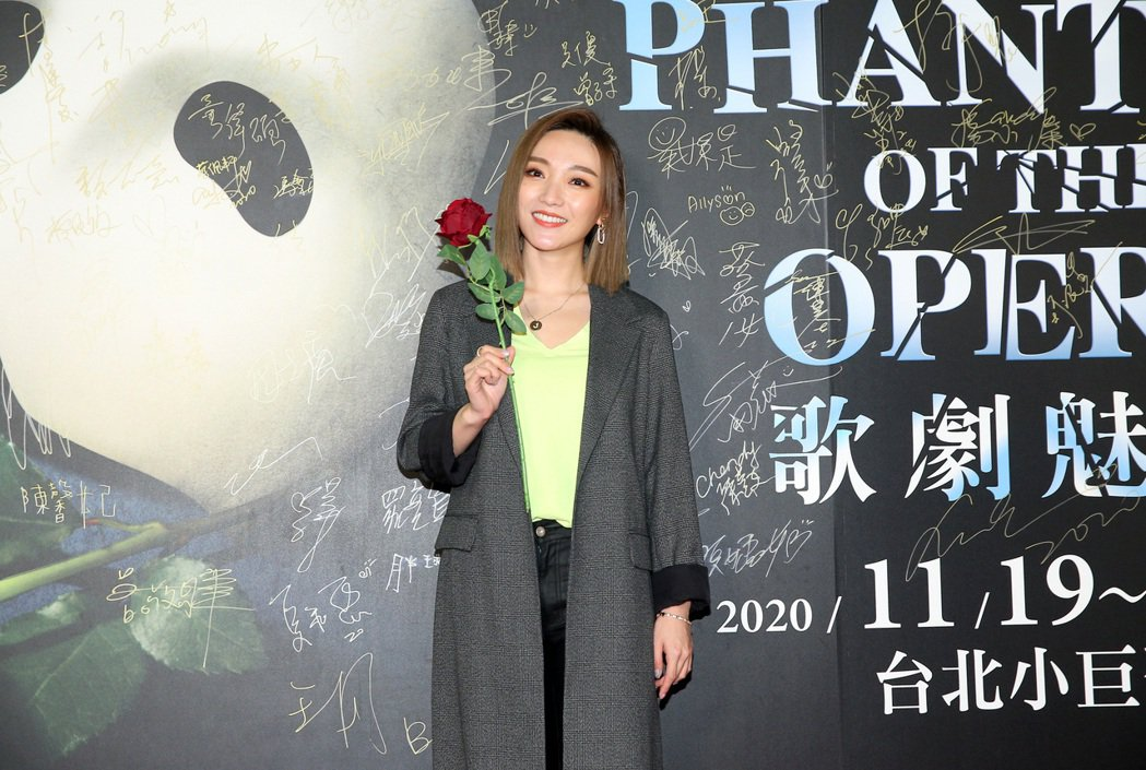 閻奕格觀賞「歌劇魅影」。記者余承翰/攝影