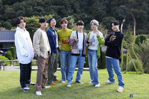 韓國人氣團體防彈少年團(BTS)日前推出新專輯BE,主打歌Life GoesOn再次奪下美國告示牌(Billboard)單曲榜冠軍,證明以韓文填詞的作品也絲毫不影響聽眾對他們的肯定。BTS今年8月曾...