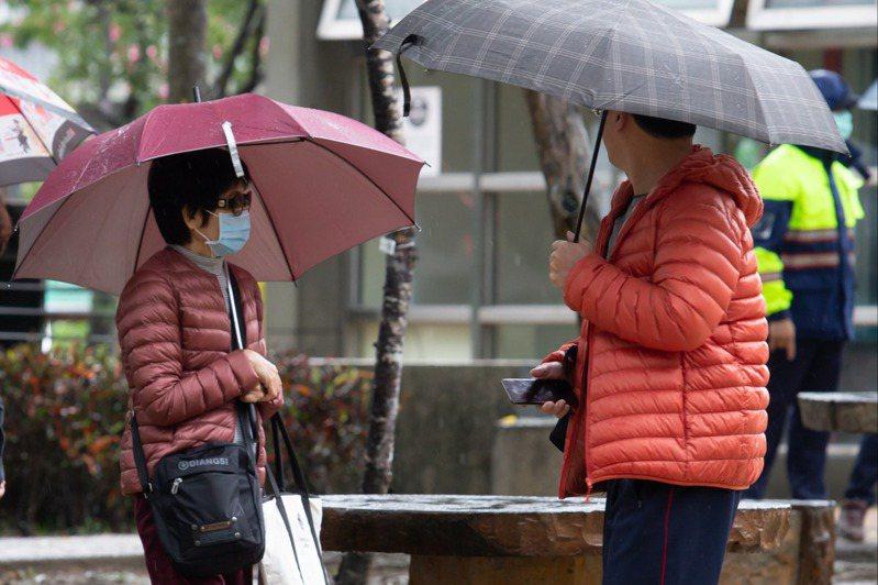 中央氣象局今(1日)表示,因東北季風影響,易有短時強降雨,下午針對基隆市、新北市及宜蘭縣發布豪雨特報;台北市及花蓮縣為大雨特報。聯合報系資料照/記者季相儒攝影