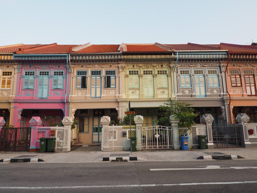 黃昏時分的晚霞為坤成路的土生華人民宅增添了一層懷舊的色彩。