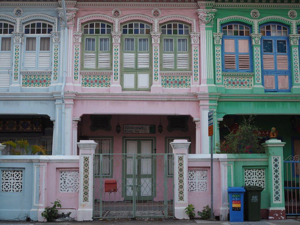 充滿了南洋風情的土生華人民宅結合了中、西、及馬來的建築元素。