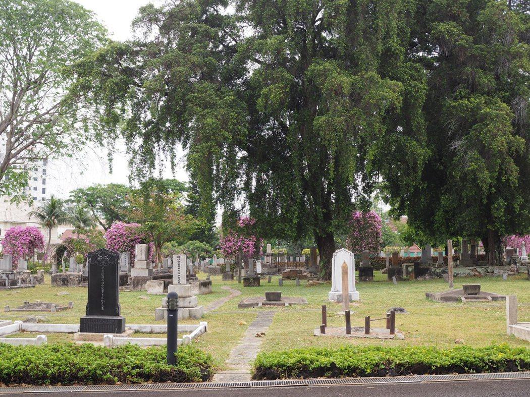 如果不是遍地的墓碑,日本人墓地公園和其他普通的公園並無太大的差別。
