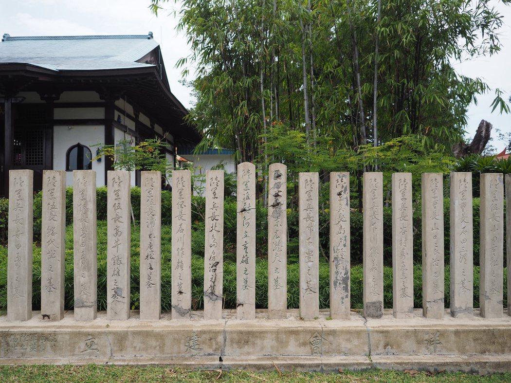 由南洋會為在戰爭中犧牲的日軍所建立的顯赫墓碑。