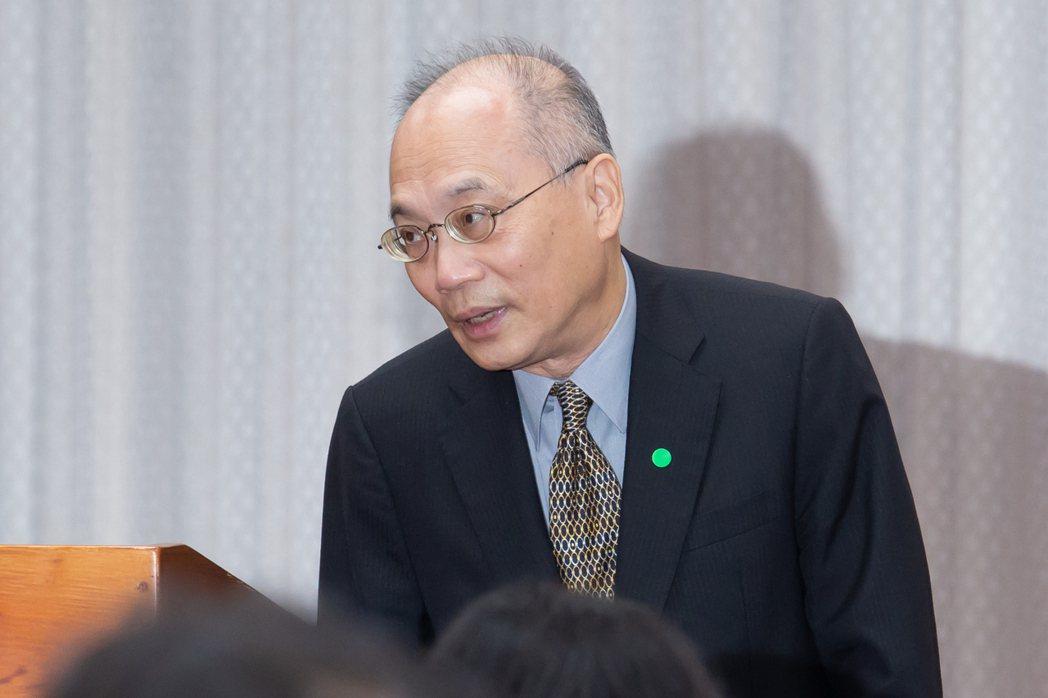 故宮院長吳密察出席立法院教育及文化委員會時表示,國家必須給博物館這種文化機構,一...