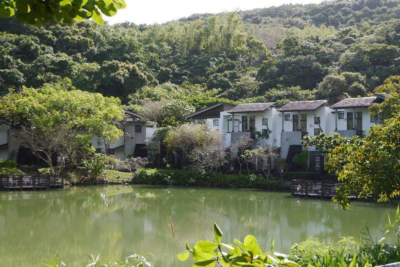 沿著山中湖畔而築的度假Villa。圖/有行旅提供