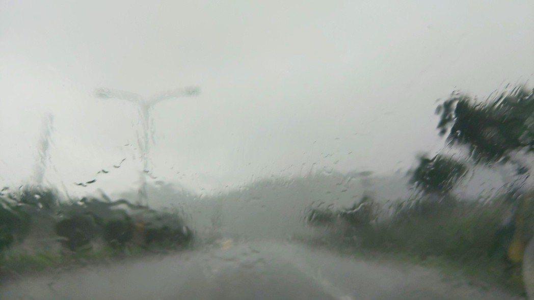 宜蘭蘇澳今早降下暴雨。記者張議晨/攝影
