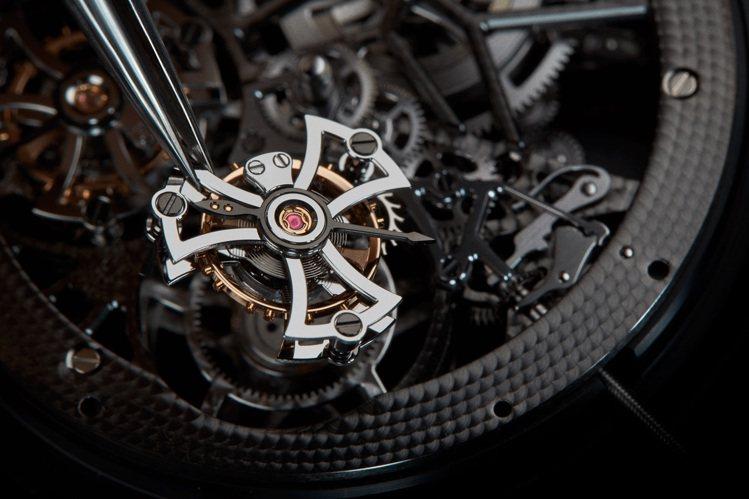 Roger Dubuis的DBEX0917腕表使用了RD01SQ機芯、並據日內瓦...