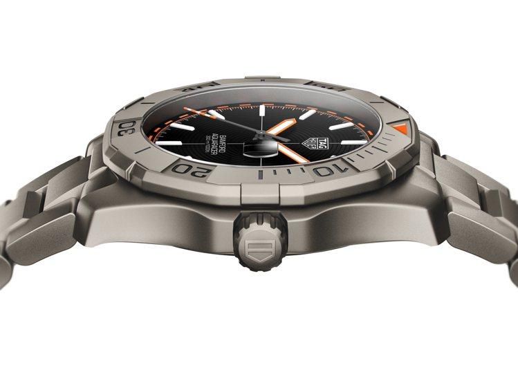 泰格豪雅Bamford聯名款Aquaracer腕表,利用鈦金屬打造表殼、表鍊。圖...