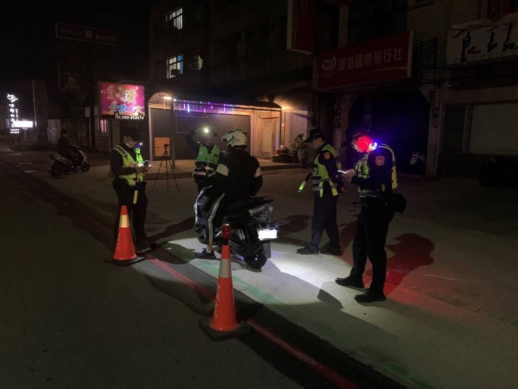 金城分局在轄內易肇事路段強力執法,上月總共取締酒後駕車17件、改裝車輛6件、超速...